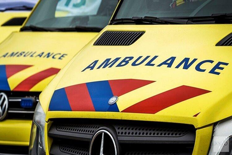 Drie gewonden bij flinke botsing op kruising Hilversum, weg afgezet
