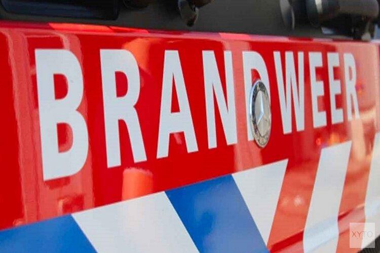 Schuur in vlammen op midden in woonwijk in Hilversum