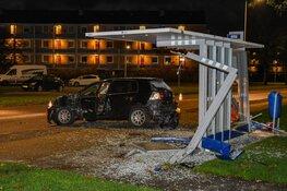 Bushokje en auto verloren na ongeluk