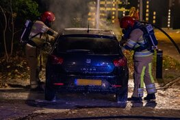 Brandende auto begint te rijden in Hilversum