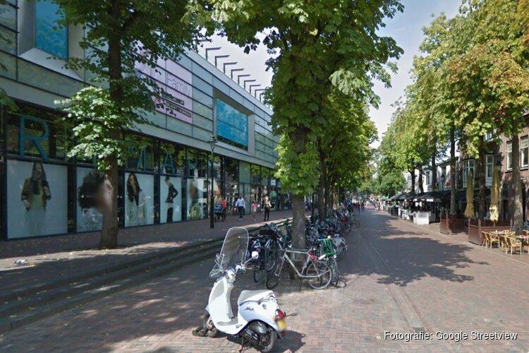 Cafébezoeker Hilversum bekogeld met glas: gewond aan gezicht