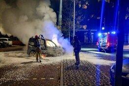 Auto verwoest door brand in Hilversum