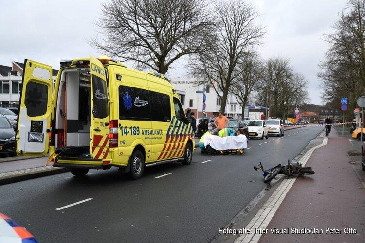 Hilversummer (94) overleden na aanrijding tussen snorfiets en auto