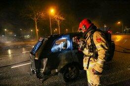 Uitgebrande auto vliegt voor tweede keer in brand