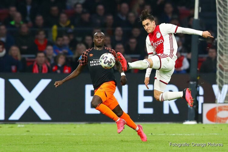 Ajax nipt langs PSV in magere topper