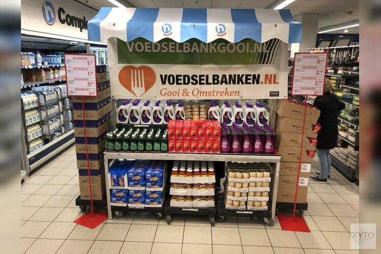 Klanten Hoogvliet Seinstraat geven gul aan Voedselbank